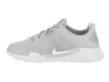 Nike Hallenschuhe in Grau